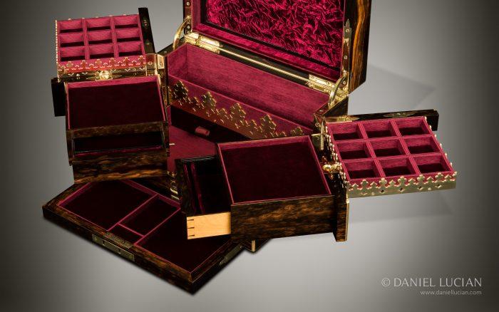 Antique Jewellery Box in Coromandel with Betjemann Patent Mechanism, by George Betjemann & Sons.