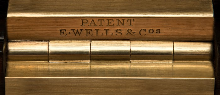 E. Wells & Co Patent Brass Hinge.