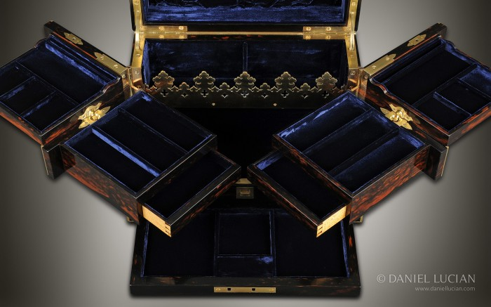 Antique Jewellery Box in Coromandel with Betjemann Patent Cantilever Mechanism.