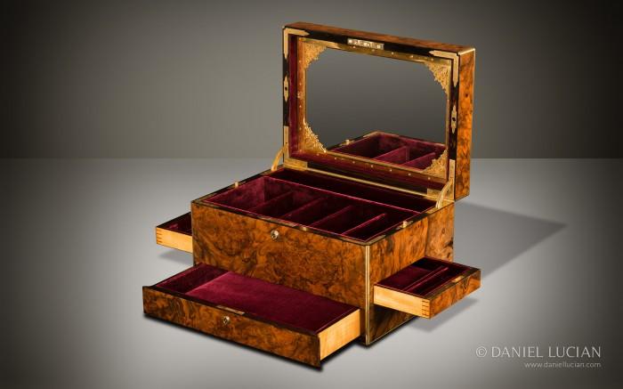 Antique Jewellery Box in Burr Walnut.