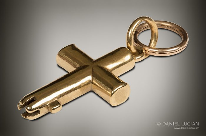 'The Cross Master Key' in 18k Gold, by Bramah.