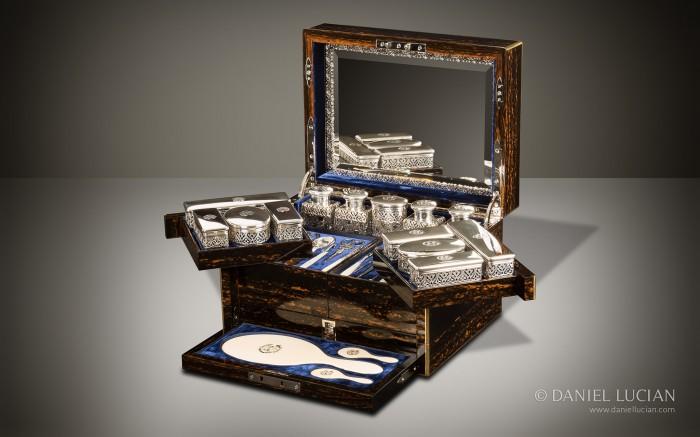 Antique Dressing Case in Coromandel with Betjemann Patent Mechanism, by Jenner & Knewstub.